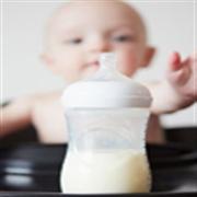 如何给新生儿换奶粉呢