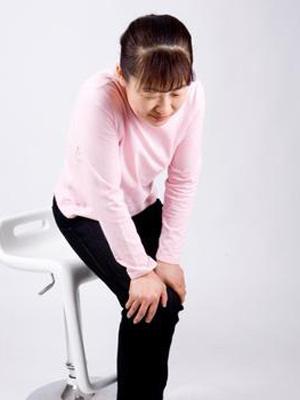 风湿类风湿性关节炎的症状是什么 如何治疗
