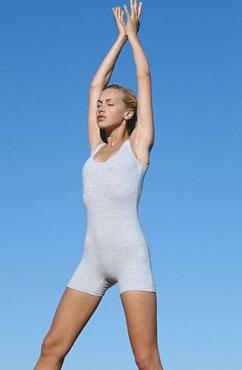 郑多燕利用健身器材帮助您上半身减肥
