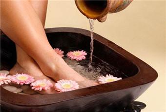 手足癣能用热水洗脚吗
