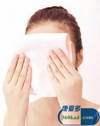 冰手巾敷脸