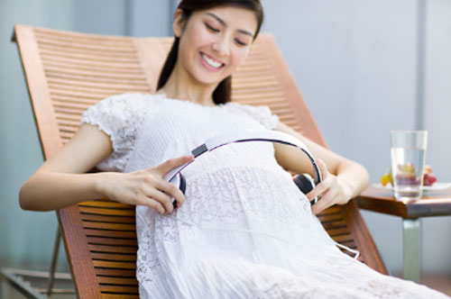 六个月的胎儿男女胎动